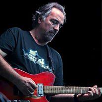 Ernie w red guitar12342507_10156461974695727_3310102465117589047_n